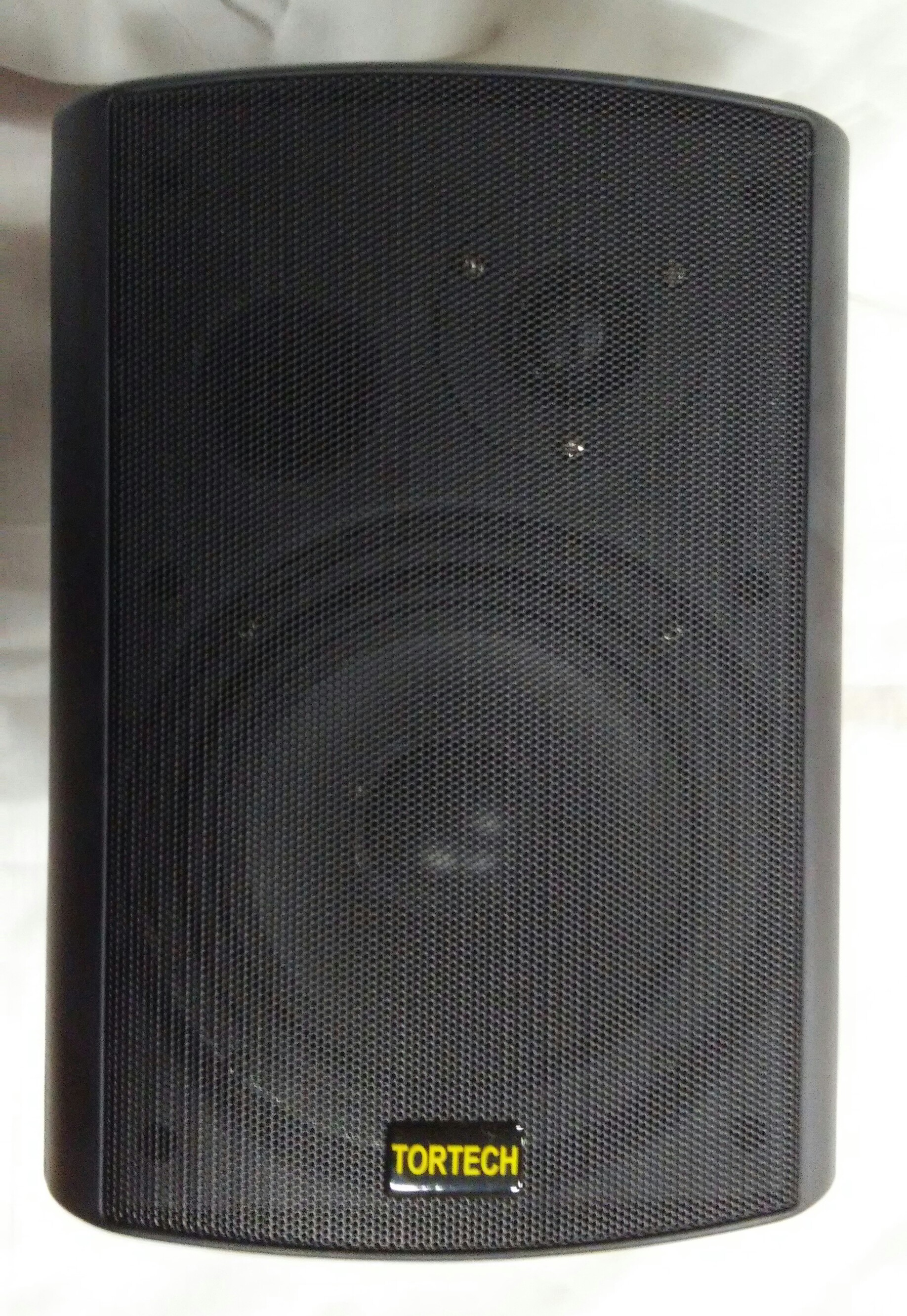 EMS660T   40 Watt / 70 Volt 2 Way Cabinet Speaker, Black