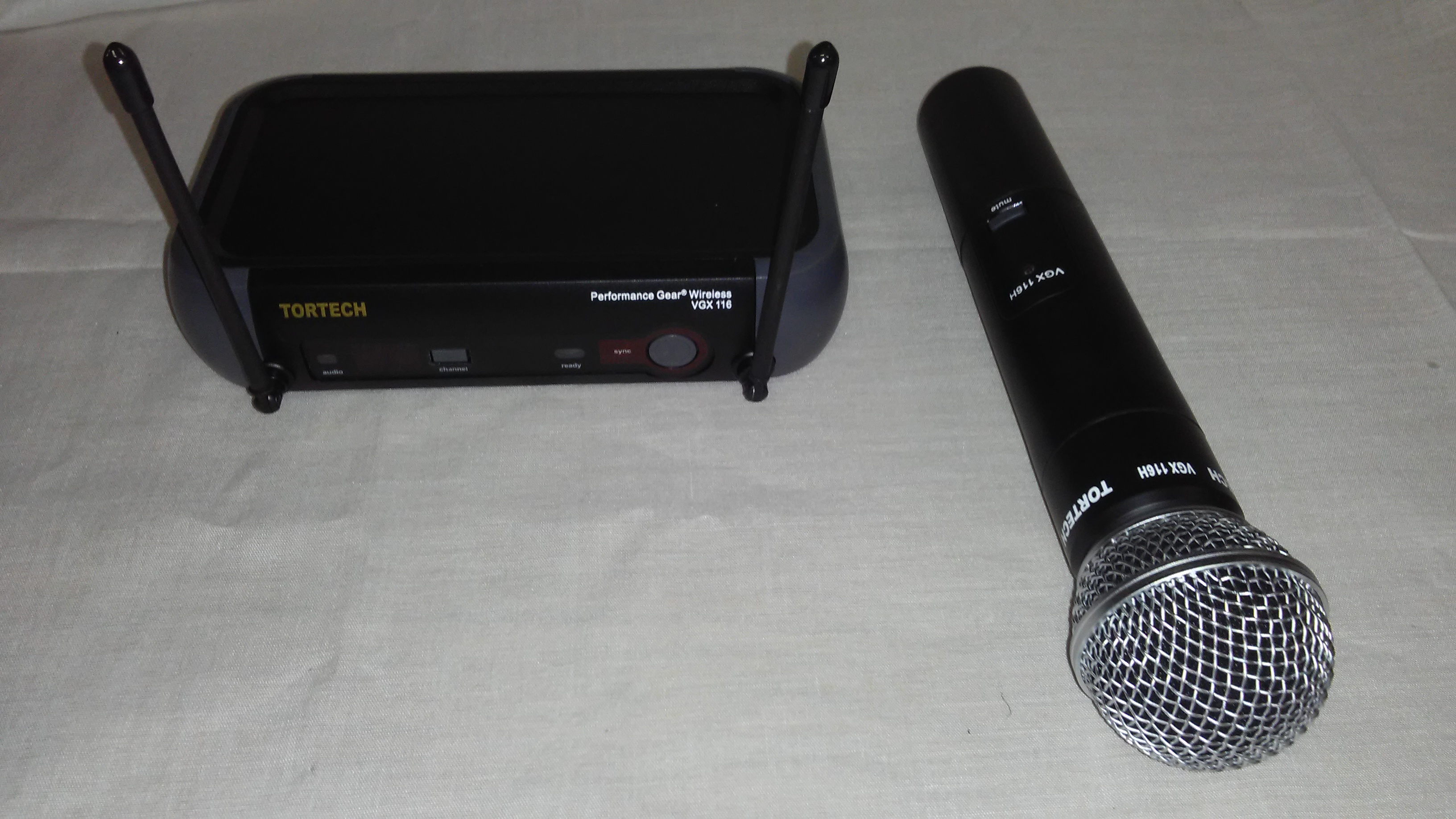 VGX116H   Wireless Hand Held Microphone System